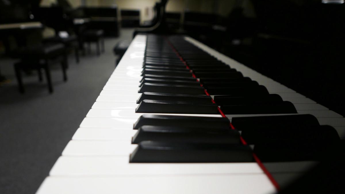 piano de cola Yamaha C3 #4791705 vista lateral teclado