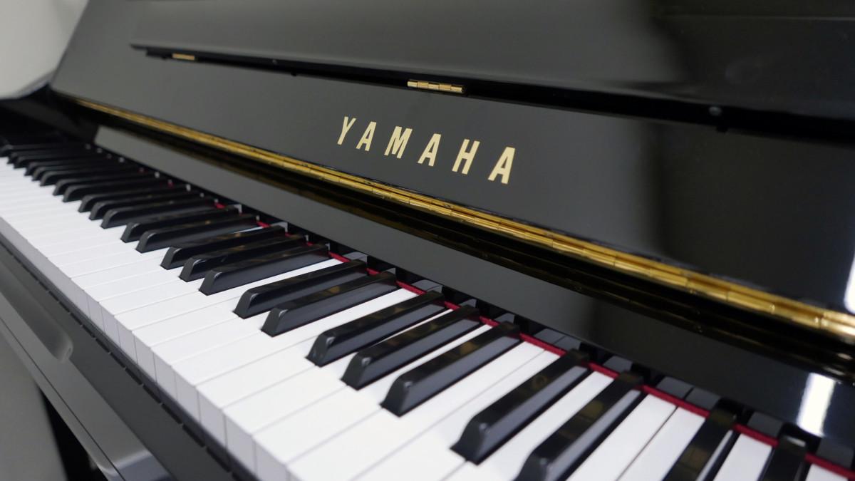 piano vertical Yamaha YU10SEB Silent #5965938 teclas teclado marca