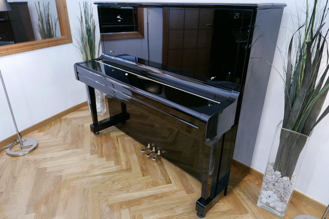 Piano_vertical_Boston_UP132PE_188503_detalle_vista_general_sin_banqueta_tapa_cerrada_segunda_mano
