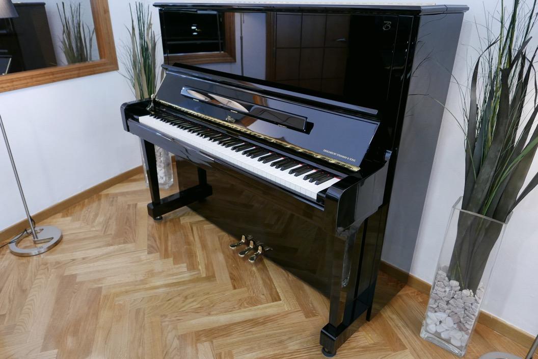 Piano_vertical_Boston_UP132PE_188503_detalle_vista_general_sin_banqueta_segunda_mano