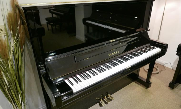 Piano_vertical_Yamaha_YUS3_6391807_detalle_vista_general_sin_banqueta_tapa_abierta_segunda_ mano