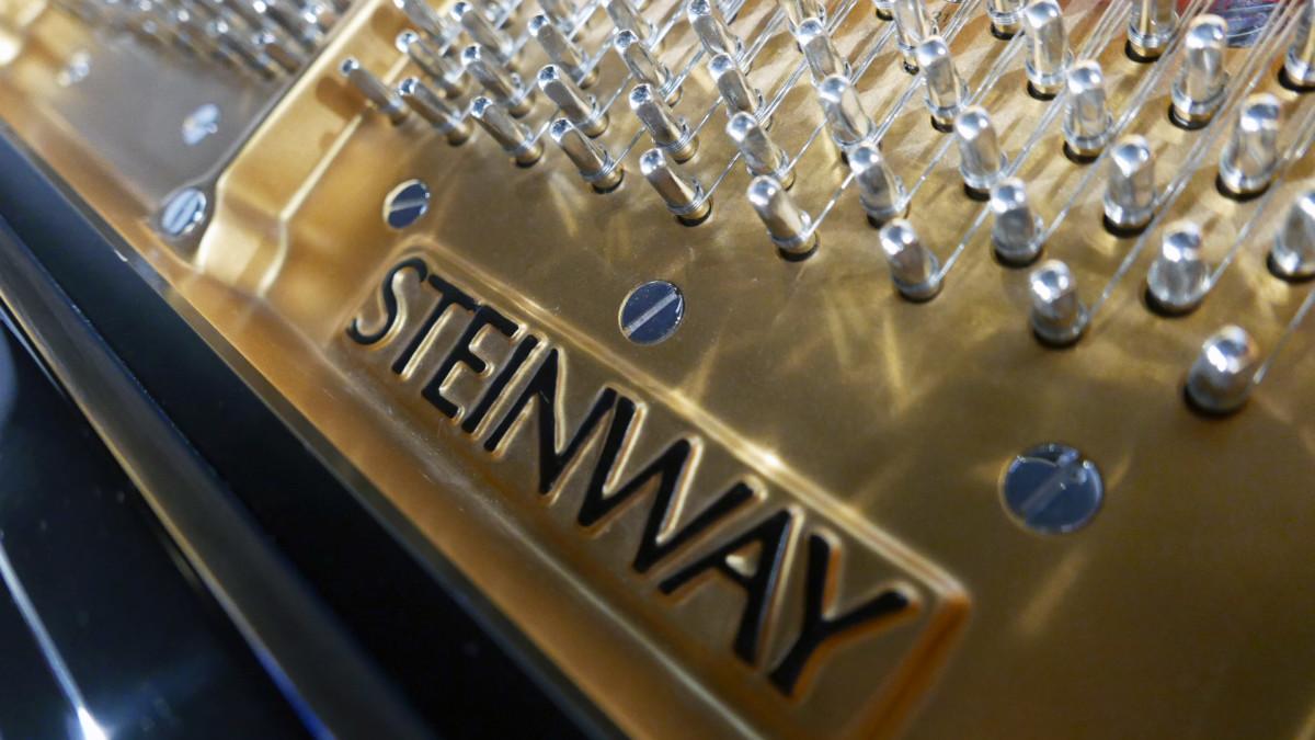 piano de cola nuevo SEMINUEVO. Steinway & Sons M170 Spirio #607508 detalle firma sello marca arpa