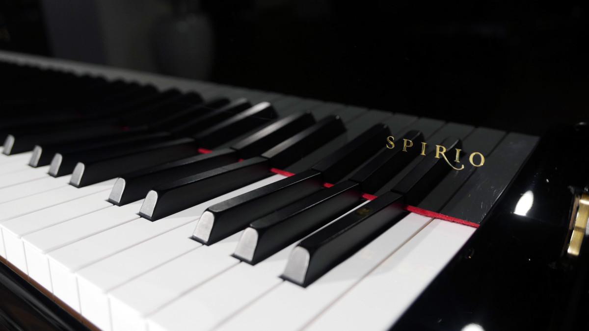 piano de cola nuevo SEMINUEVO. Steinway & Sons M170 Spirio #607508 detalle spirio teclado teclas