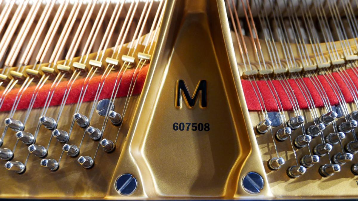 piano de cola nuevo SEMINUEVO. Steinway & Sons M170 Spirio #607508 numero de serie modelo arpa interior frontal