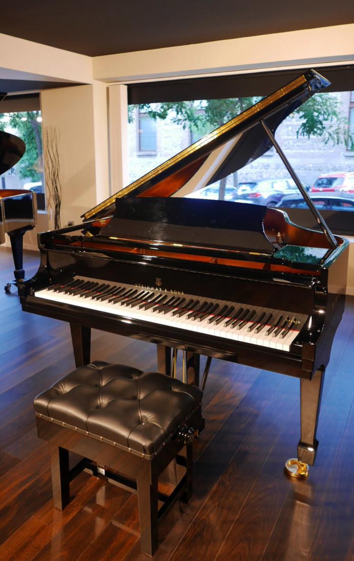 piano de cola nuevo SEMINUEVO. Steinway & Sons M170 Spirio #607508 vista general banqueta