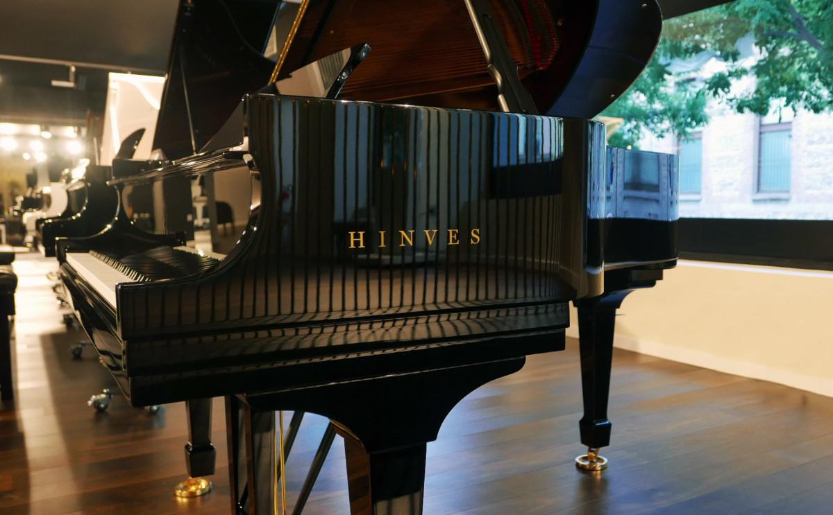 piano de cola nuevo SEMINUEVO. Steinway & Sons M170 Spirio #607508 vista lateral marca teclado teclas