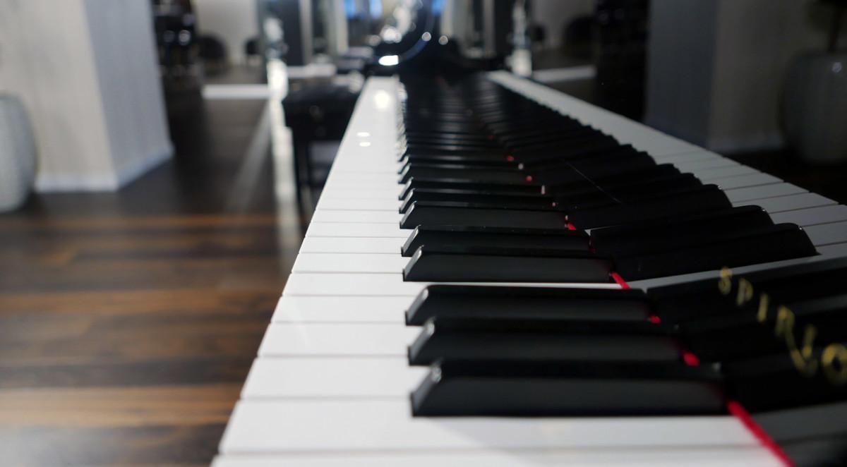 piano de cola nuevo SEMINUEVO. Steinway & Sons M170 Spirio #607508 vista lateral teclado teclas