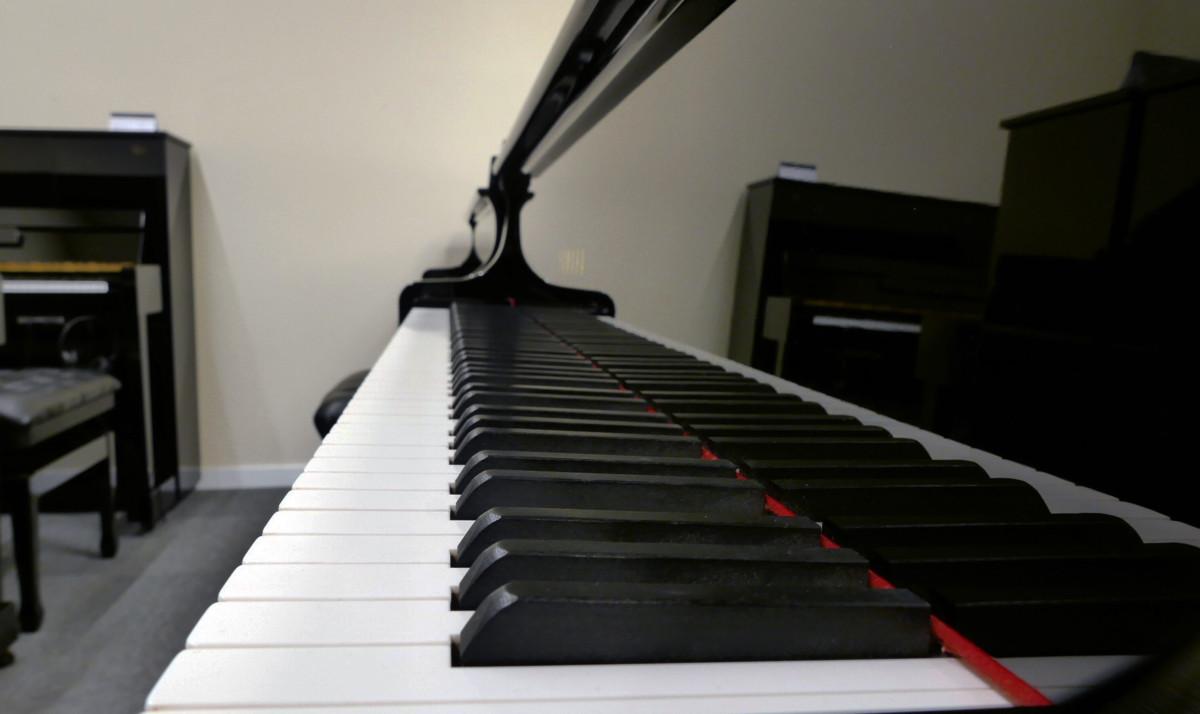 piano de cola Yamaha C7 #5847104 vista lateral teclado teclas