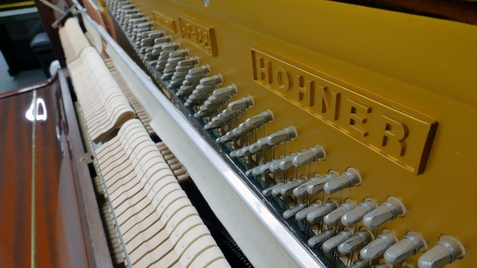 piano-vertical-hohner-hp-122-1530428-vista-lateral-marca-modelo-clavijero-clavijas