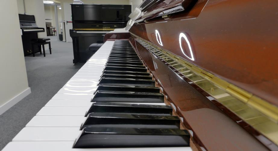 piano-vertical-hohner-hp-122-1530428-vista-lateral-teclado-teclas