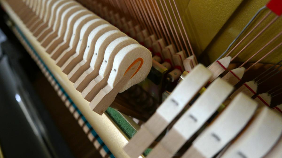piano vertical Yamaha U100 Silent #5419204 detalle martillo macillo martillos macillos