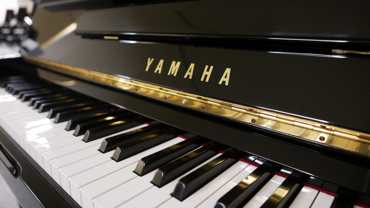piano vertical Yamaha U100 Silent #5419204 teclado teclas marca