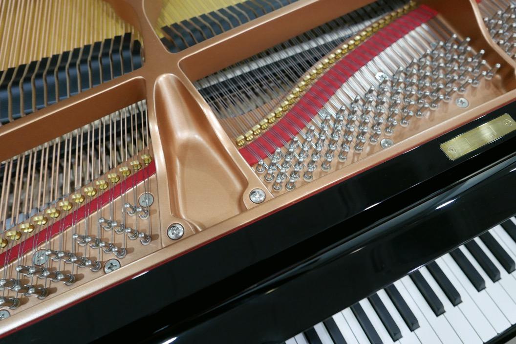 piano_de_cola_Yamaha_modelo_C3X_#66466965 _detalle_bastidor_clavijas_teclas_segunda_mano