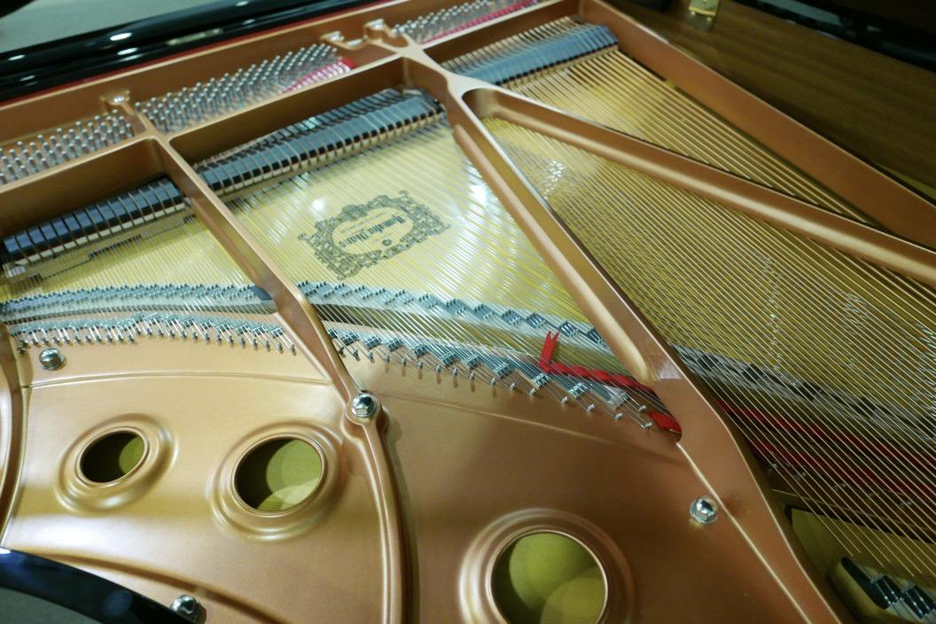 piano_de_cola_Yamaha_modelo_C3X_#66466965 _detalle_bastidor_puentes_tabla_armonica-segunda_mano