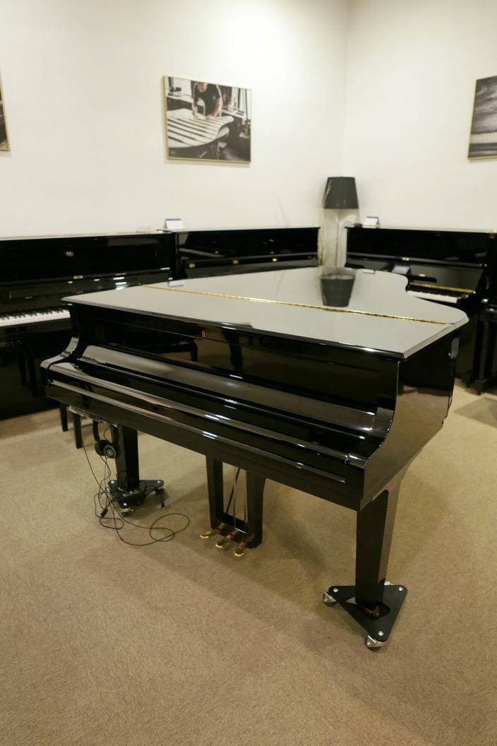 piano_de_cola_Yamaha_modelo_C3X_#66466965 _vists_general_sin_banqueta_tapa_cerrada_segunda_mano