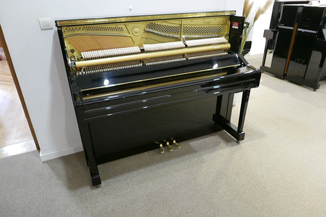 Piano_vertical_Yamaha_YU10_silent_6157227_detalle_mecanismo_vista_general_sin_banqueta_tapa_cerrada_segunda_mano