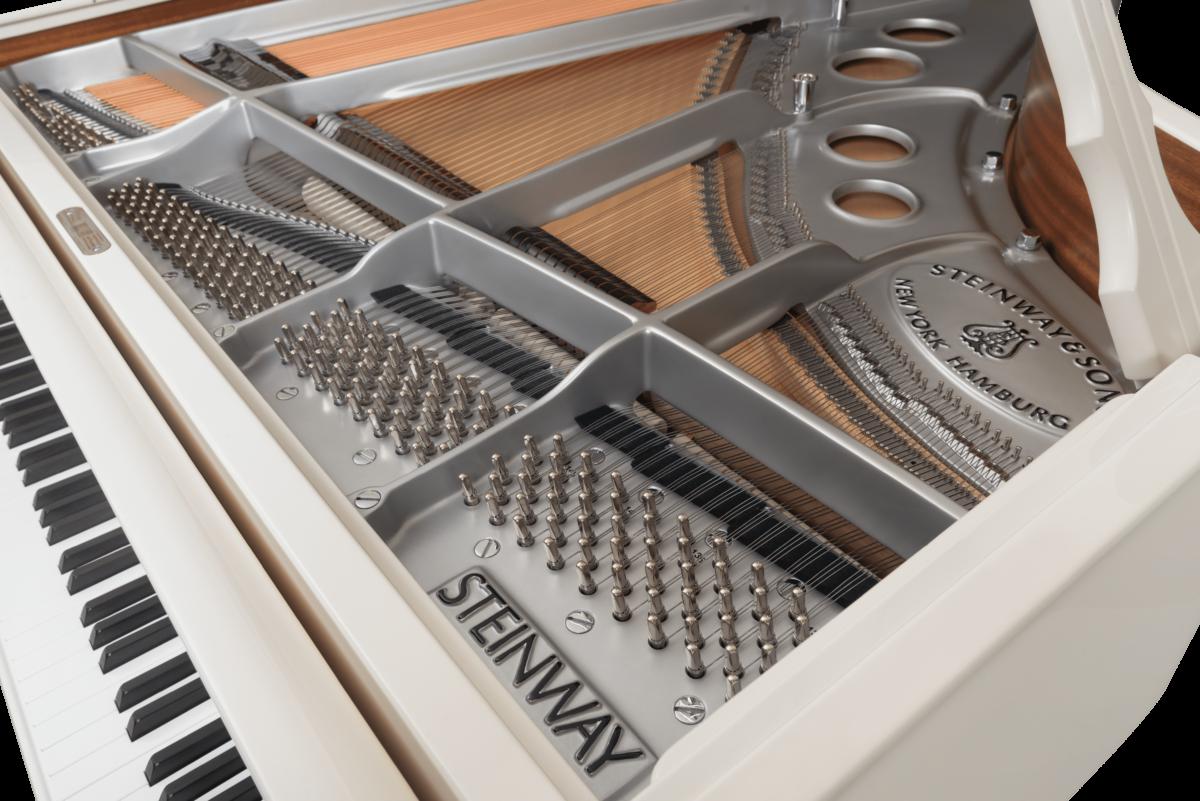 piano de cola Steinway & Sons Spirio O180 Chrome detalle clavijero clavijas
