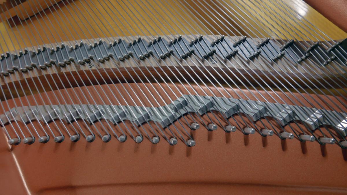 piano de cola Yamaha C1 Silent #6397127 puentes cuerdas