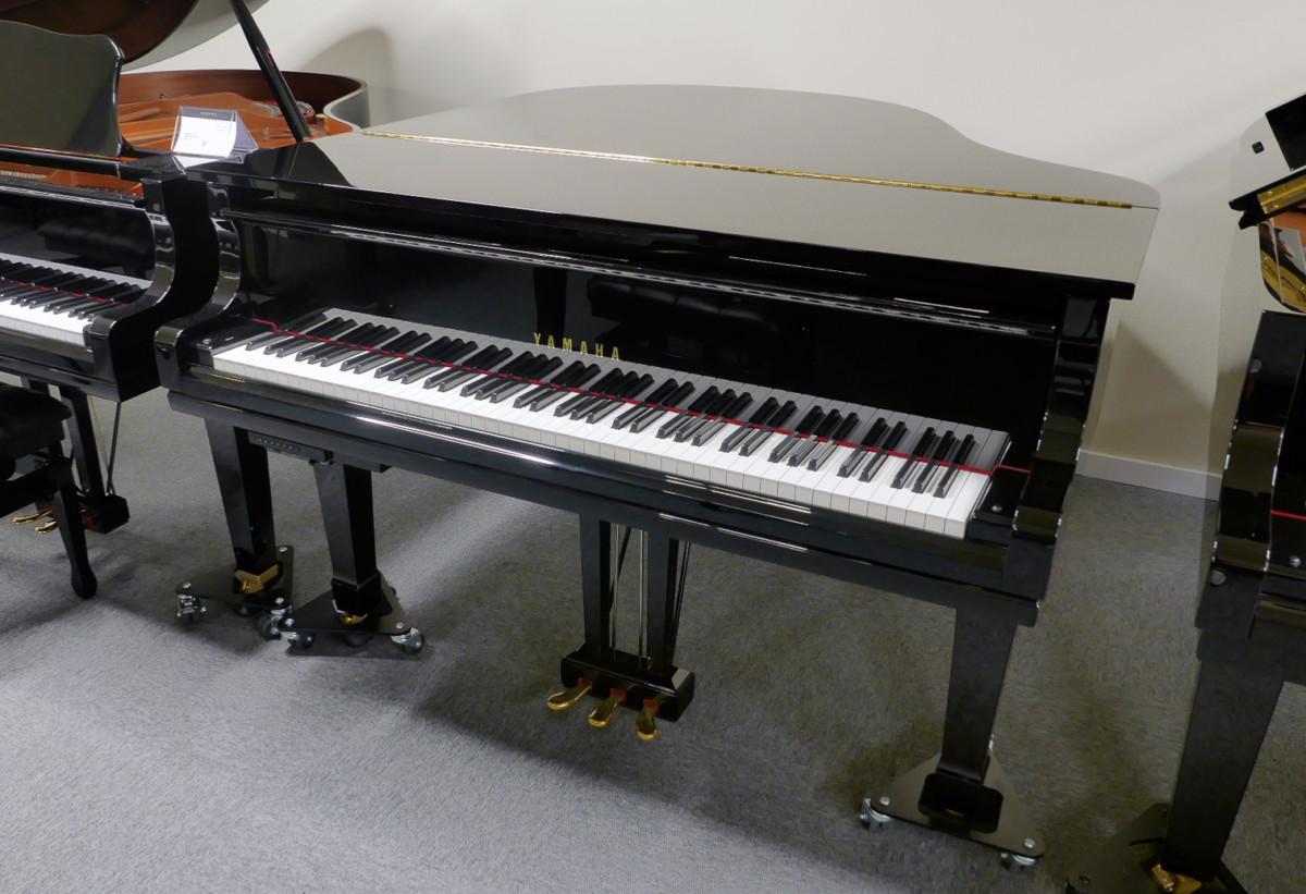 piano de cola Yamaha C1 Silent #6397127 vista general tapa cerrada