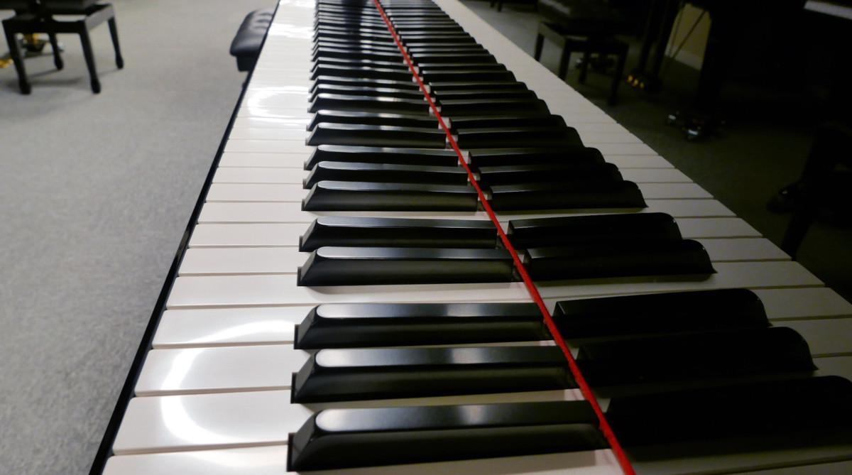piano de cola Yamaha C1 Silent #6397127 vista lateral teclado teclas