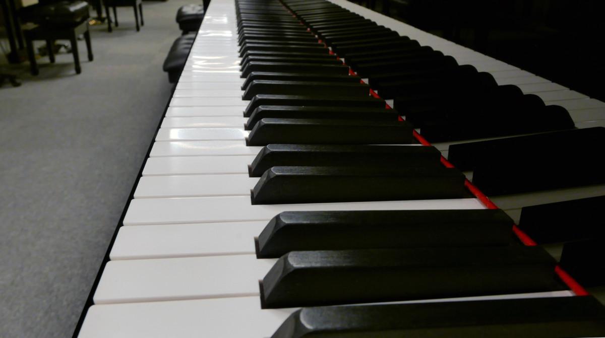 piano de cola Yamaha C3X #6366252 vista lateral teclado teclas