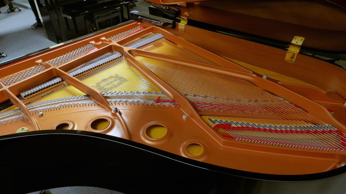 piano de cola Yamaha C3X #6366252 vista trasera lateral interior mecanica
