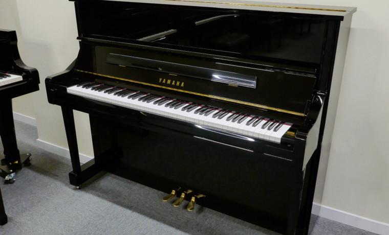 piano vertical Yamaha YU11 #6220580 vista general