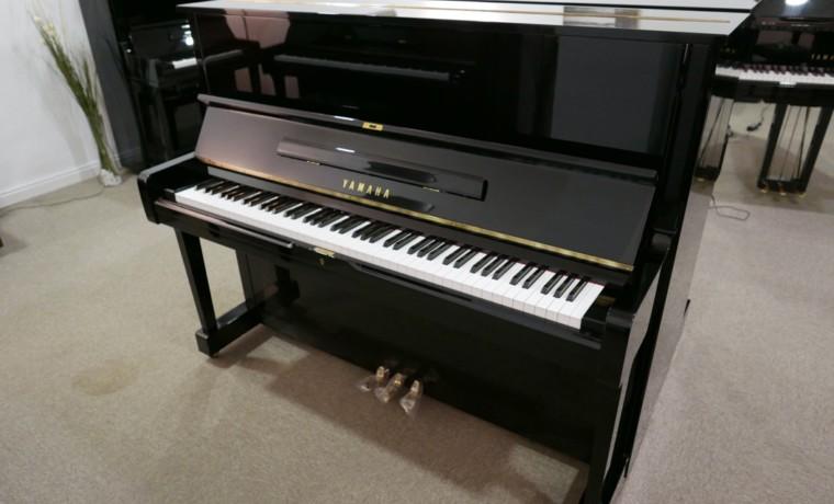 Piano_vertical_Yamaha_U1_1862141_detalle_mueble_vista_general_sin_banqueta_tapa_abierta_segunda_mano