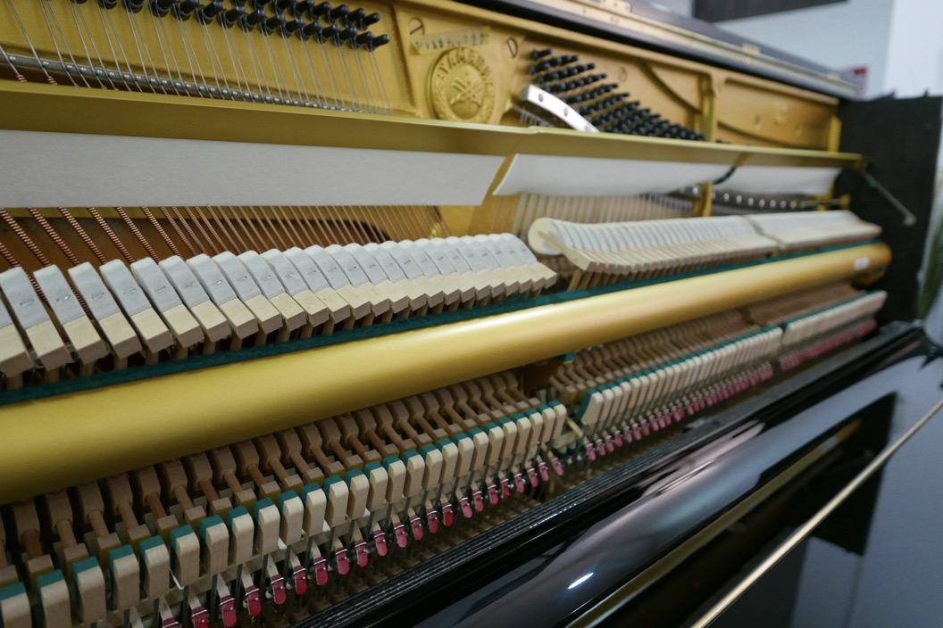 Piano_vertical_Yamaha_U1_1862141_detalle_mecanismo_segunda_mano