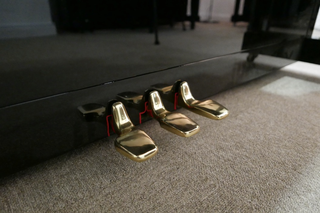 Piano_vertical_Yamaha_U1_1862141_detalle_pedales_segunda_mano