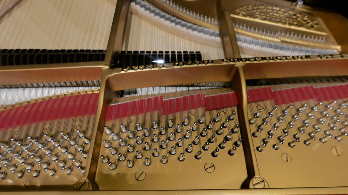 piano de cola Steinway & Sons O180 #109477 clavijero clavijas arpa cuerdas