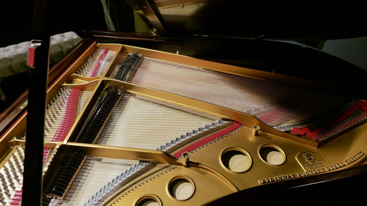 piano de cola Steinway & Sons O180 #109477 mecanica interior arpa mecanica