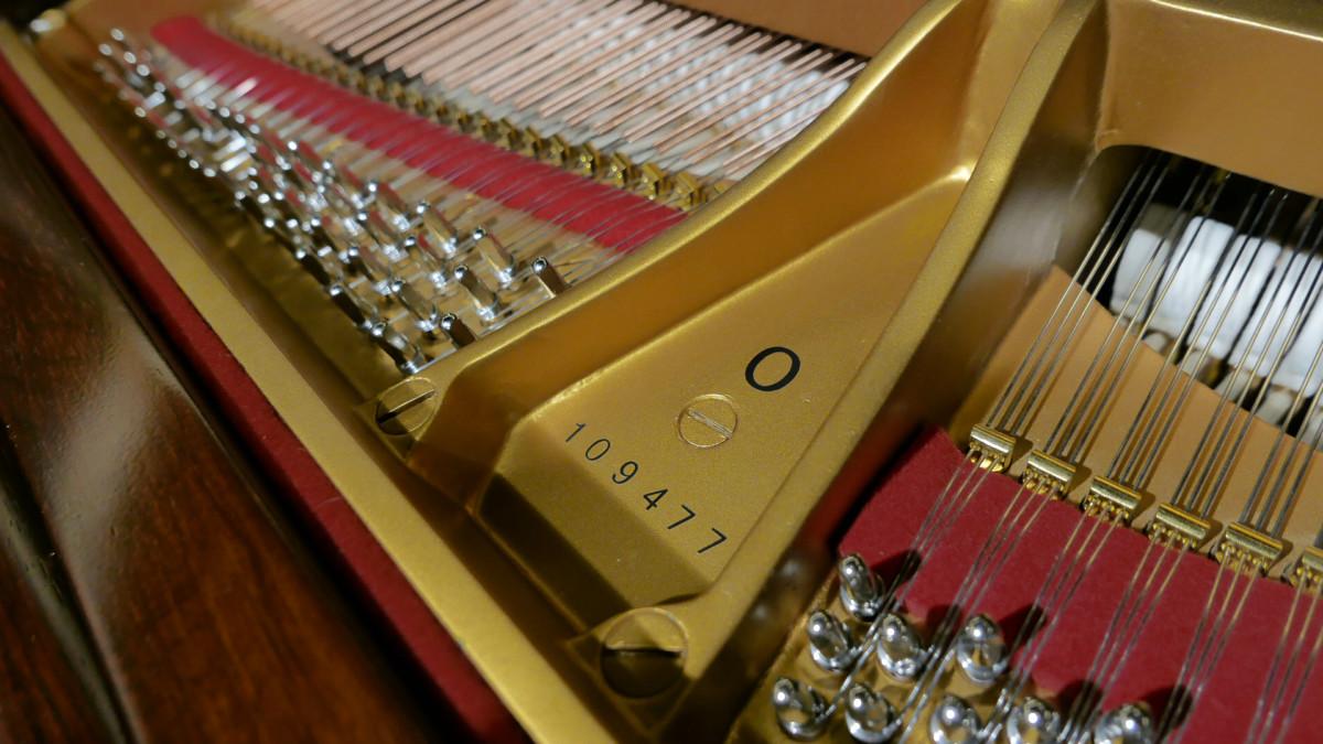 piano de cola Steinway & Sons O180 #109477 modelo numero de serie