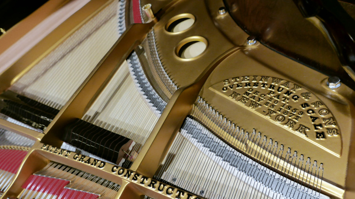 piano de cola Steinway & Sons O180 #109477 sello firma arpa cuerdas apagadores mecanica interior