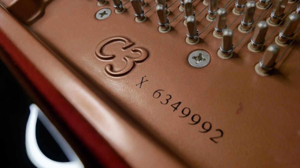 piano de cola Yamaha C3X #6349992 numero de serie arpa