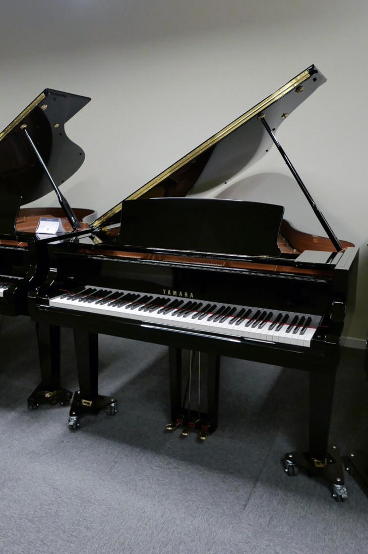 piano de cola Yamaha C3X #6349992 plano general tapa abierta