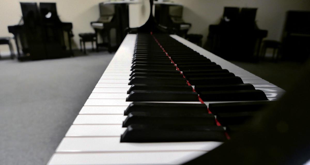 piano de cola Yamaha C5X #6515402 vista lateral teclado teclas