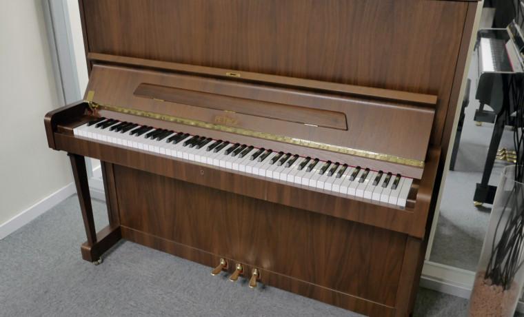 piano vertical Petrof 126 #626745 plano general tapa abierta