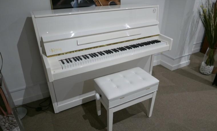 Piano_vertical_Konig_K109_118421_detalle_mueble_vista_general_con_banqueta_tapa_abierta_segunda_mano